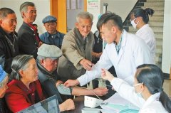 白城玛丽亚妇产医院举办'关爱老人'义诊活动