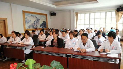 白城玛丽亚妇产医院举办报告会